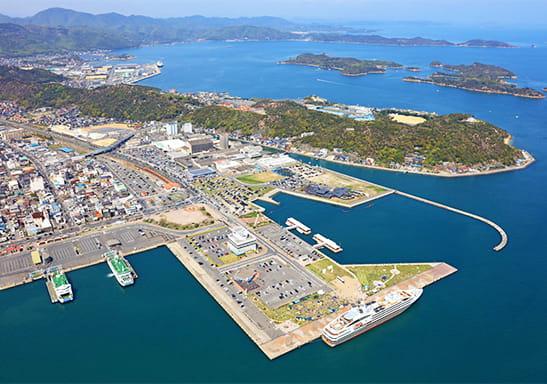 上空から撮影した宇野港の様子
