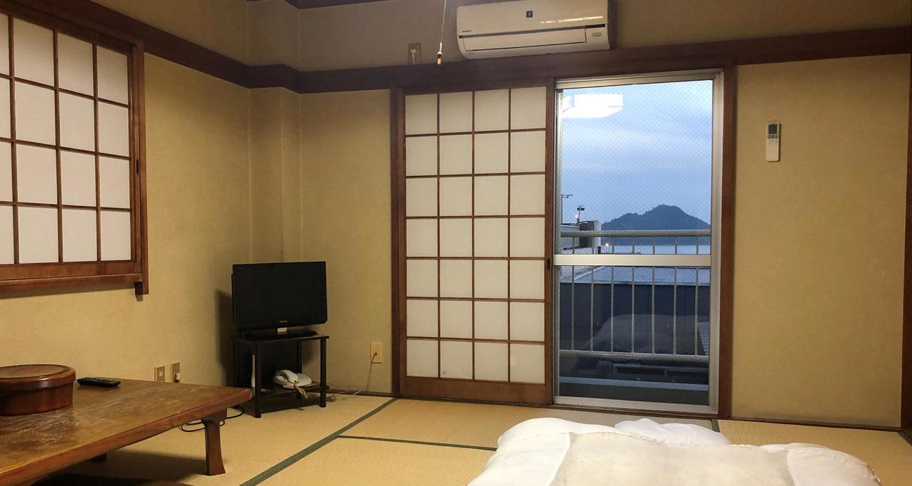 花三旅館の和室