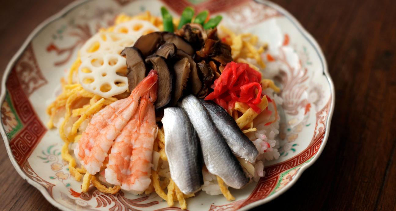 バラ寿司に盛り付けたしいたけの旨煮