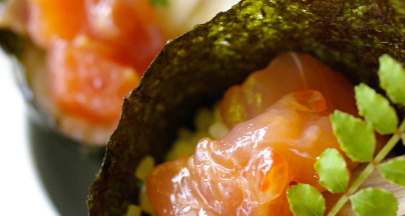 手巻き寿司を巻いた焼き海苔