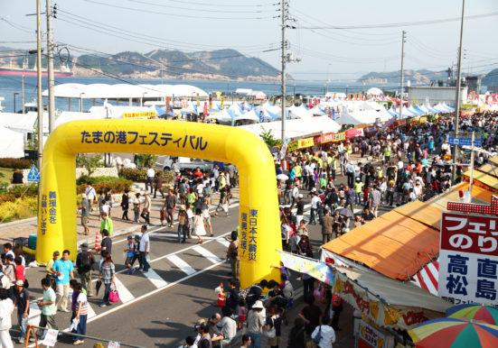 大勢のお客様で賑わう港フェスティバルメイン会場