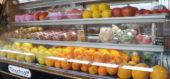 冷蔵庫に並べられたフルーツ