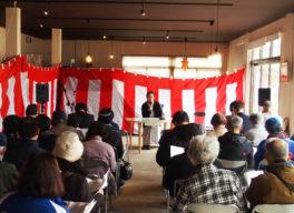 ファイナルセレモニーで開催される西行法師についた講演会を聴く参加者