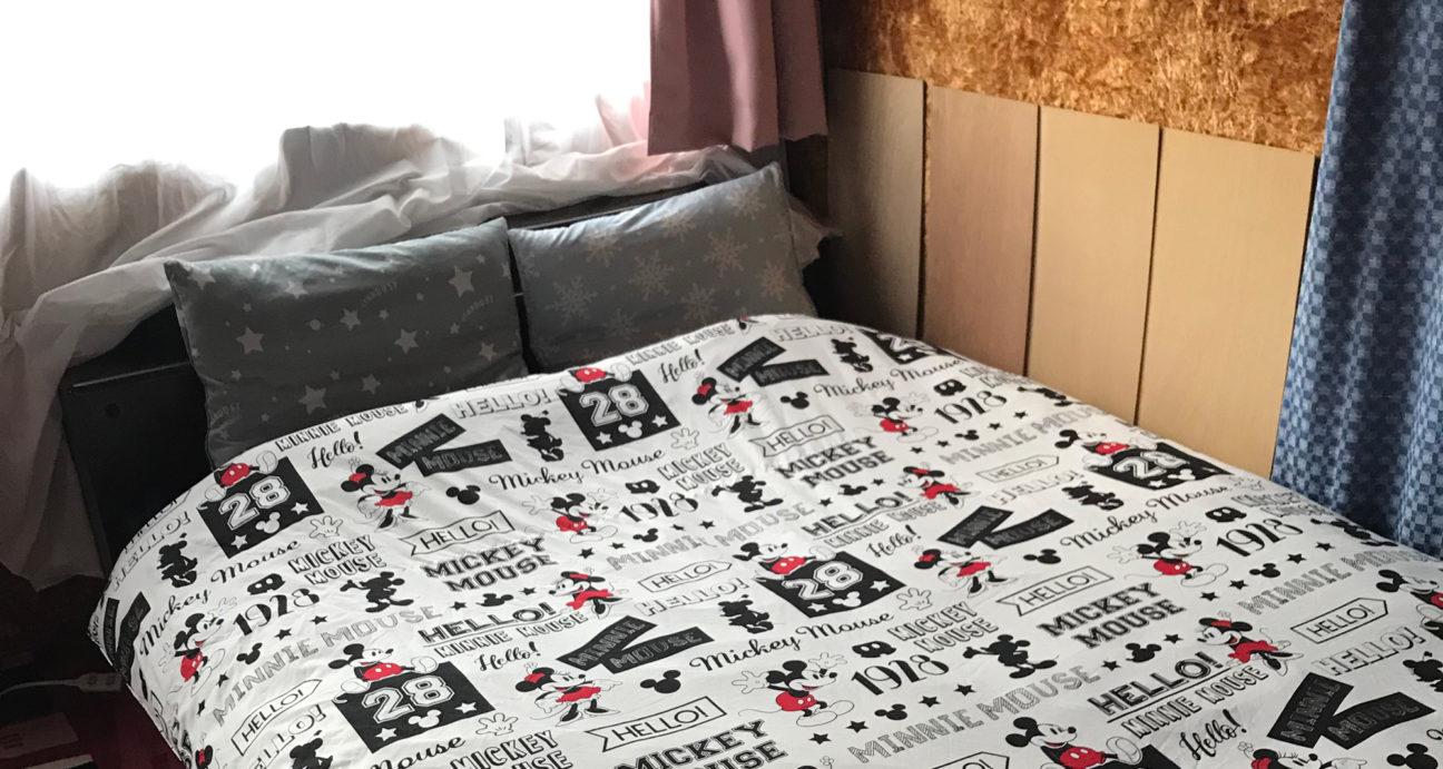 ベッドが置かれたロベルトウノの洋室