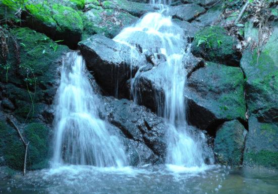 雨季の時だけ出現する幻の滝