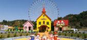おもちゃ王国のキャラクターが勢ぞろいして記念撮影