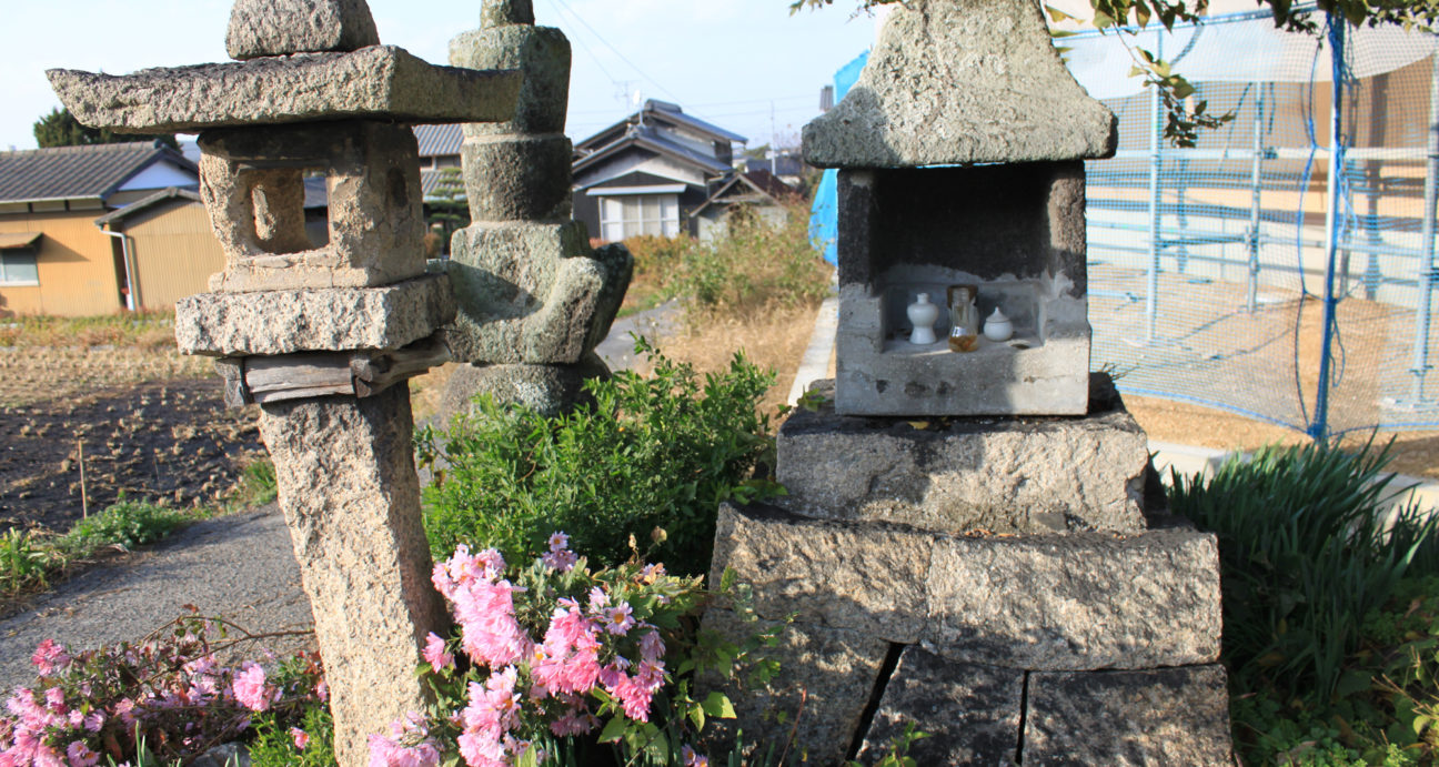 柳畑古戦場跡に建立された供養塔