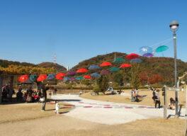 みやま公園内わんぱく広場に飾られたアート